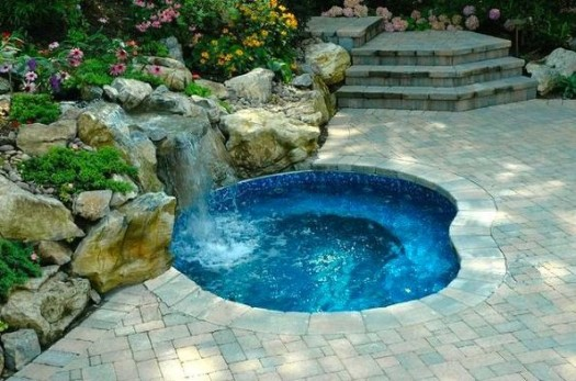 Hot tub ideas 6 of our best designs for your pinterest for Swimming pool with jacuzzi design
