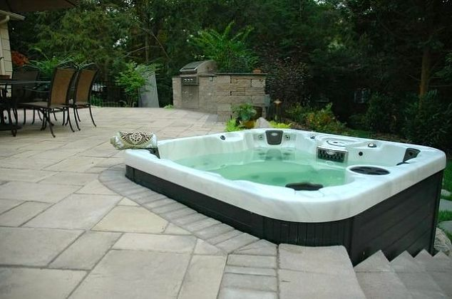 Raised Patio with Hot Tub: