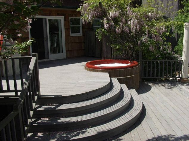 Curved Deck with Hot Tub:
