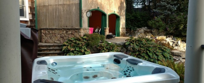 Best Hot Tubs-Maintained Bullfrog Spa (Huntington/NY):