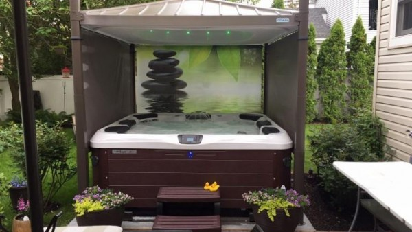 Hot Tub with Automated Cover (So. Baldwin/NY):